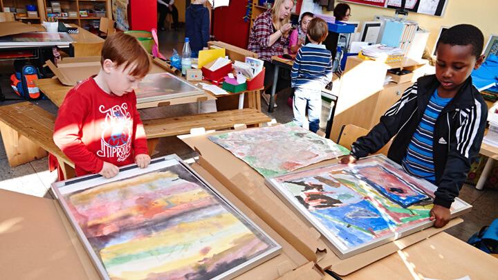 Kinderleichtes Einrahmen von Bildern in Schulen