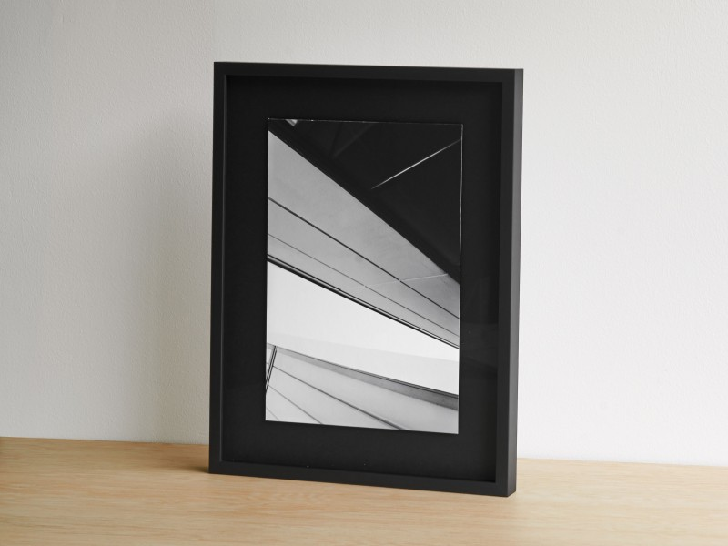 Distance-frame-passepartout-black