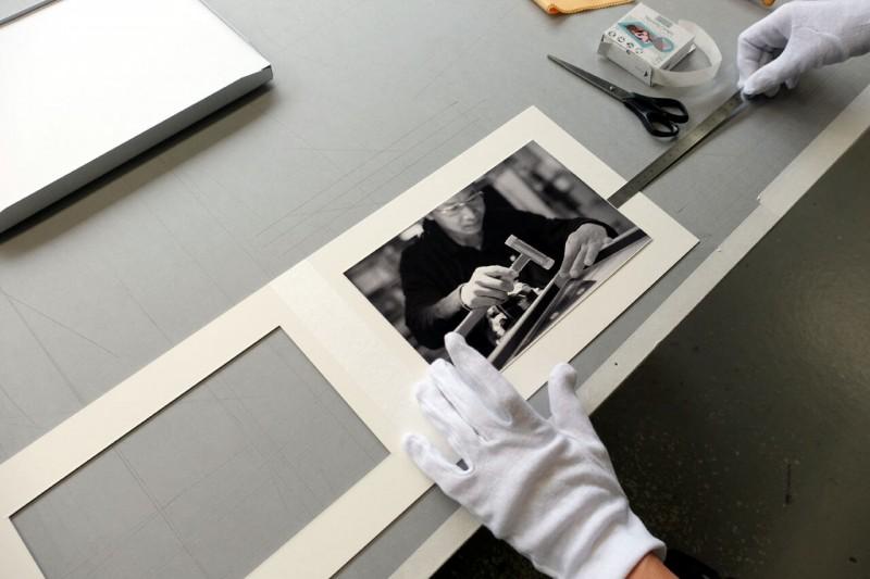 Positionieren - Klapp-Passepartout abgedeckt montiert mit Fotoecke klar