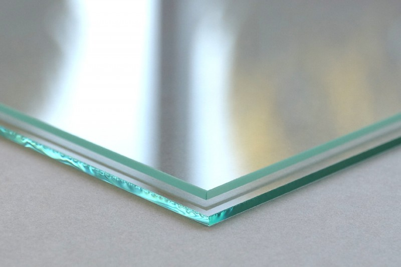 geschliffene und ungeschliffene Glaskanten
