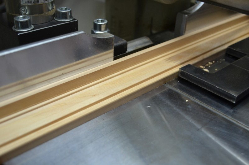 Holzleisten werden gefräst