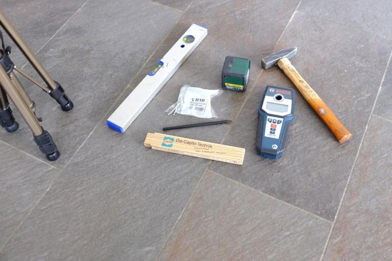 Werkzeuge für die Montage bereitlegen
