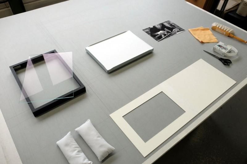 Vorbereitung - Klapp-Passepartout abgedeckt montiert mit Fotoecke klar