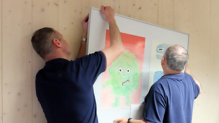 Aufhängeservice für Galerieschienen und Bilderrahmen