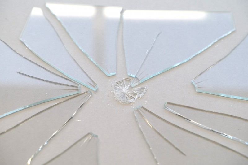 Normalglas zerschlagen