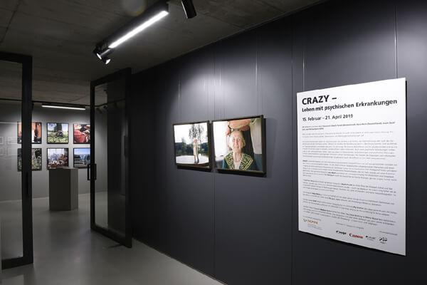 CRAZY – Leben mit psychischen Erkrankungen präsentiert in HALBE Rahmen