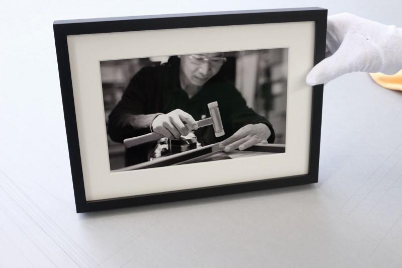 Bild fertig montiert mit klaren Fotoecken im Klapp-Passepartout