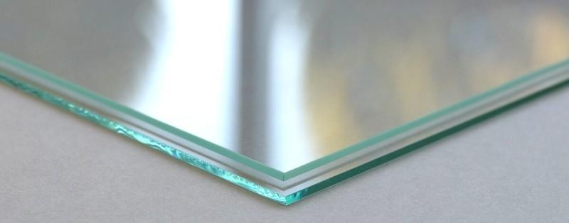 Geschliffenes und ungeschliffenes Normalglas