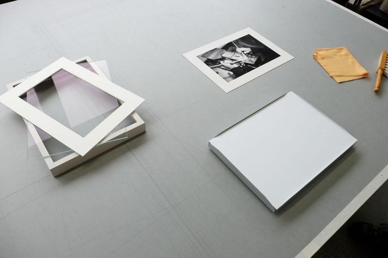 Vorbereitung - Bilderrahmen öffnen und Material bereitlegen