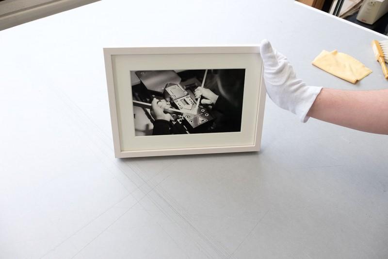 Fertig gerahmtes Bild mit Passepartout flächig eingelegt ohne Montagematerial