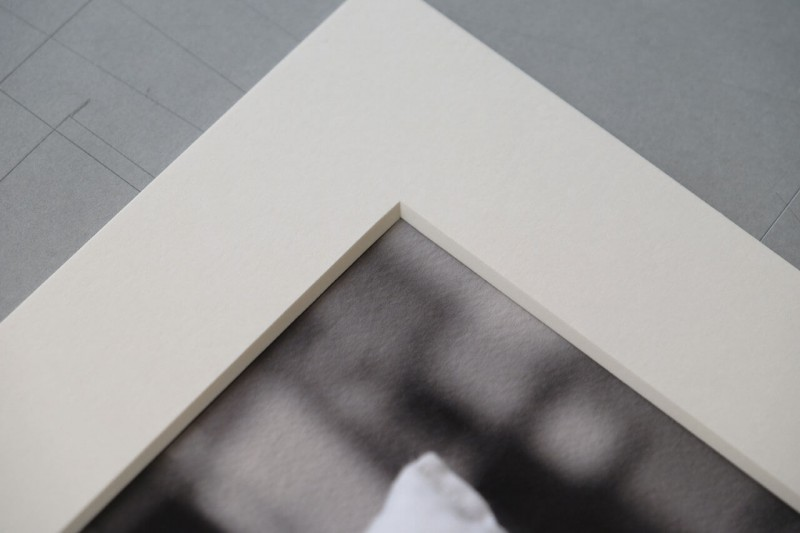 Überdeckung prüfen - Klapp-Passepartout abgedeckt montiert mit Fotoecke klar
