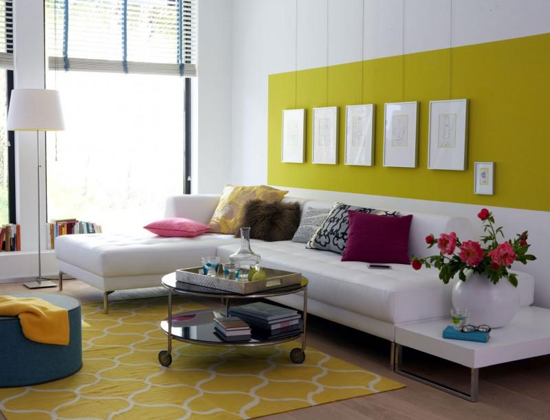 Aufhängung an Galerieschiene im Wohnzimmer