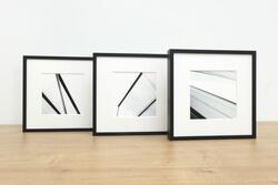 Drei quadratische Rahmen in schwarz