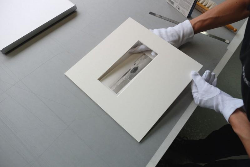 Bild einlegen - Bild im Klapp-Passepartout abgedeckt montiert mit Klug Fotoecke