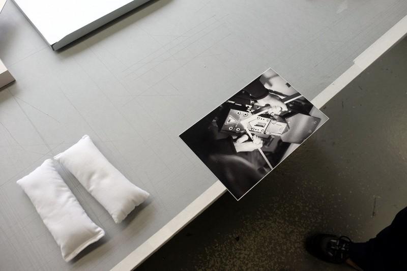 Bild mit Oberkante über Tischkante positionieren