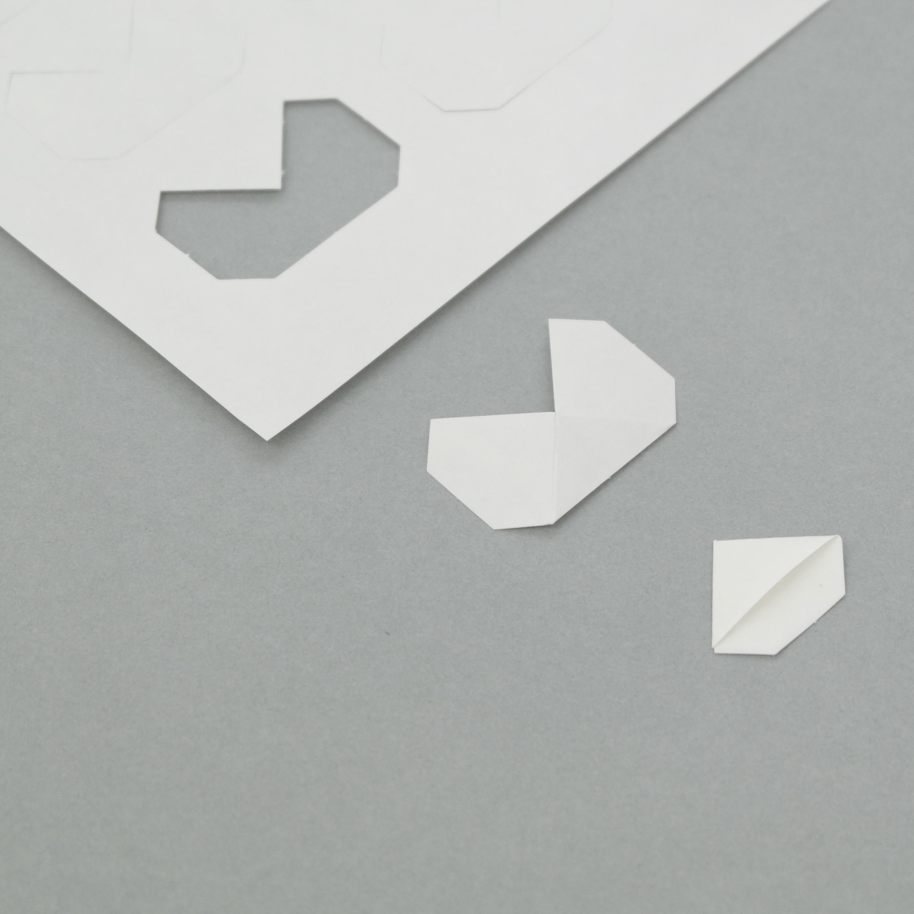 montageecken von klug conservation aus papier. Black Bedroom Furniture Sets. Home Design Ideas