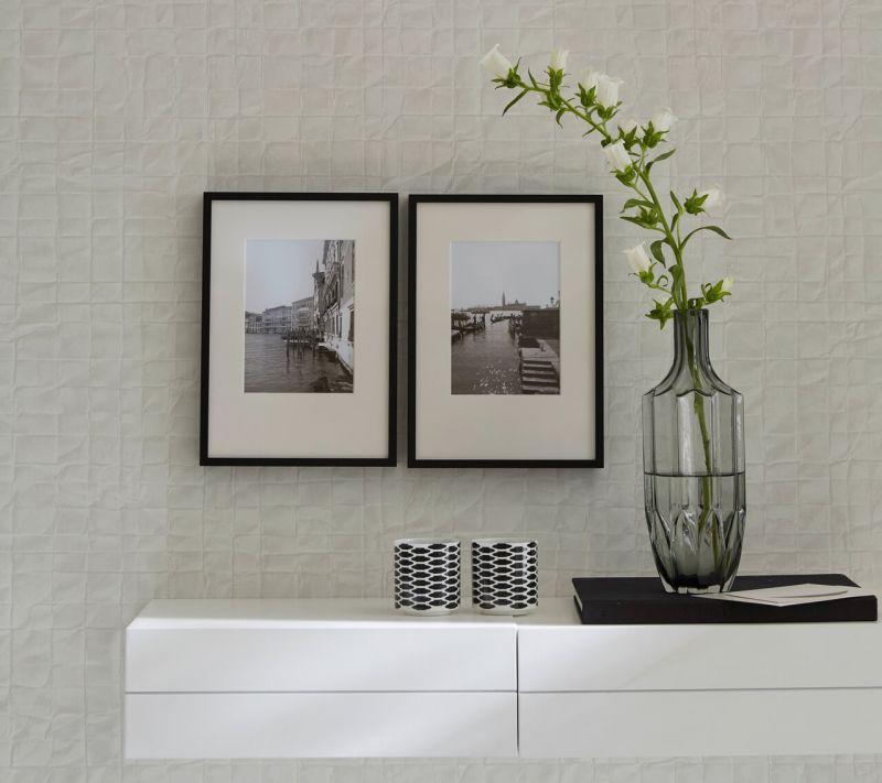 Bilderrahmen DIN A4 an Wand über Sideboard