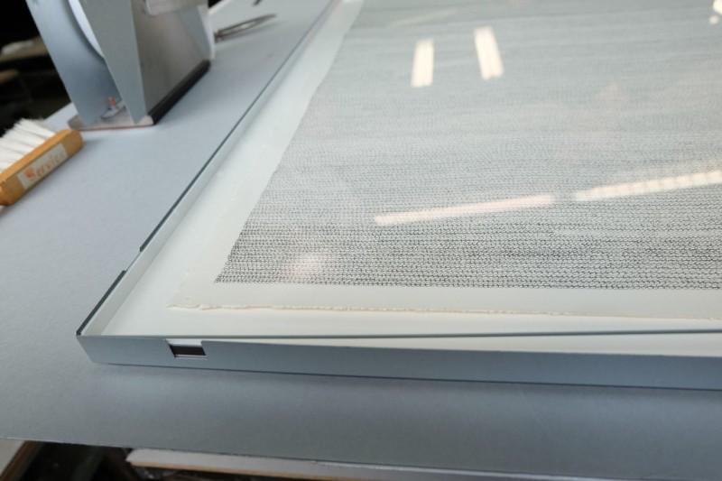 Glas auflegen - Frei montiert mit T-Falz im Distance Rahmen